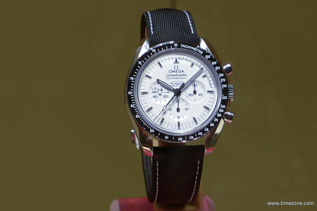 Omega Speedmaster Silver Snoopy Award, Omega Speedmaster Moonwatch Professional Silver Snoopy Award