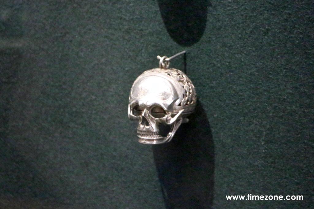 17th century memento mori, memento mori pendant watch
