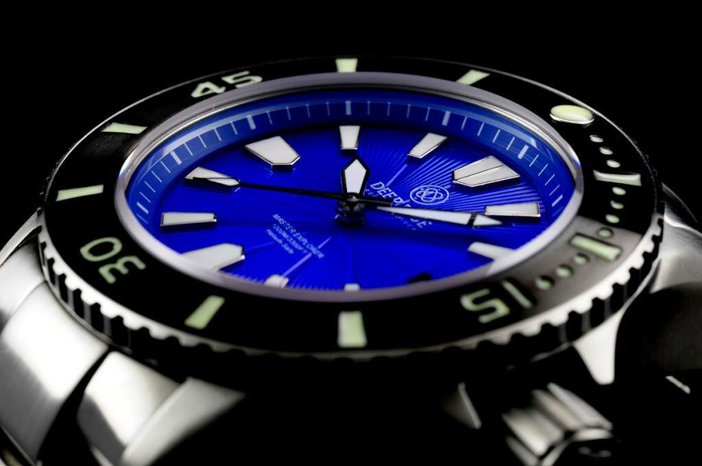 深蓝色主总管手表展览