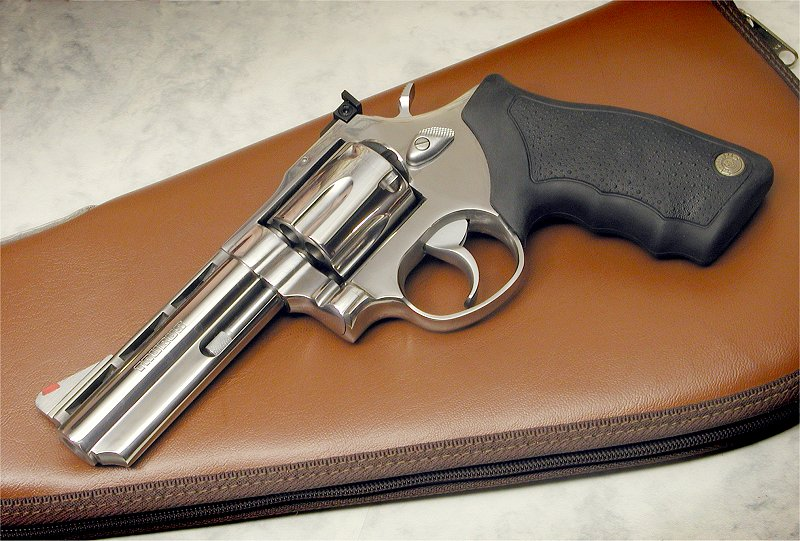 taurus 44 magnum revolver. It#39;s 6-shot revolver in